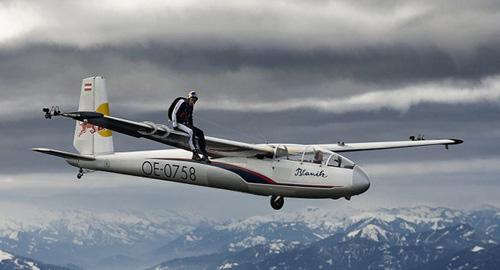 美国:奥地利运动员2万米高空挑战成功