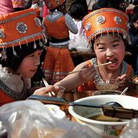 """""""千人打油茶""""续写瑶族经久不衰的美食文化[组图]"""