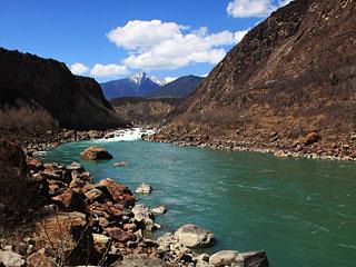西藏林芝:雅魯藏布江