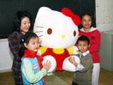 日本首相夫人麻生千贺子访问北京少年宫[组图]