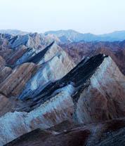 西北自驾游实拍壮观的丹霞地貌
