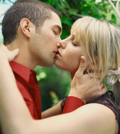女人都喜欢被强吻_