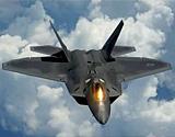美国空军第一飞行联队的F-22战机空中飞行