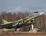 俄第五代战机T-50-3号机试飞测试有源相控阵雷达