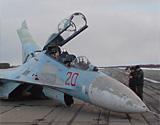 俄苏27战机机腹迫降
