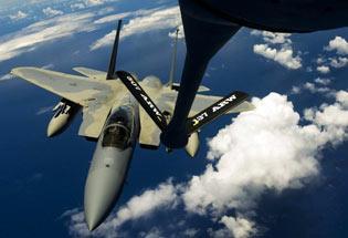美空军F-15F-16战机群飞赴夏威夷参加环太军演