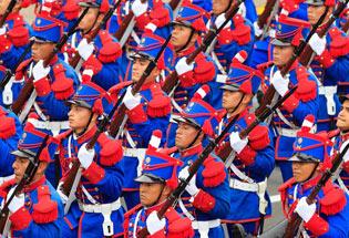 秘鲁举行盛大阅兵式 庆祝独立191周年