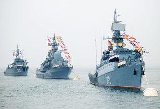 俄各大舰队举行海上阅兵欢庆海军节