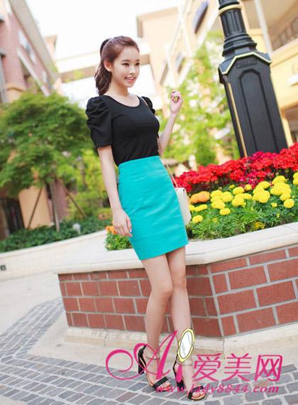 黑色 设计 半身/黑色T恤+短裙子,一步裙紧身设计让你立变纤细