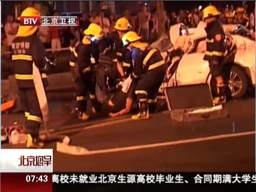 南京醉驾引发惨烈车祸 4人当场死亡 高清图片