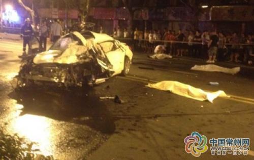 江苏南京疯狂醉驾 惨烈车祸四人死亡 高清图片