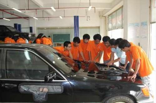 汽车电路故障诊断,就必须学会使用万用表等测量仪器