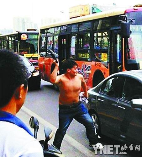《网民观点大分裂:西安日系车主视频:嫌犯用钢锁猛击四次》 - tanzengren - tanzengren的博客