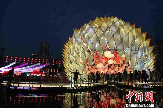 香港大型中秋彩灯会30日晚在维多利亚公园举行