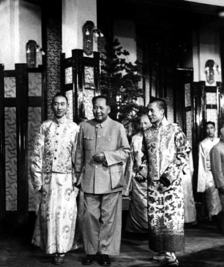 1954年9月,毛泽东在北京接见西藏两大宗教领袖达赖 ...