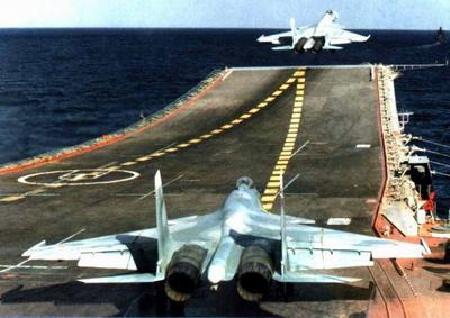 我国航空母舰舰载机采取滑跃式起飞