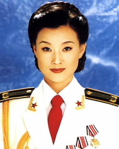 宋祖英:海政歌舞团国家一级演员,副军级待遇,代表作:歌曲《好日