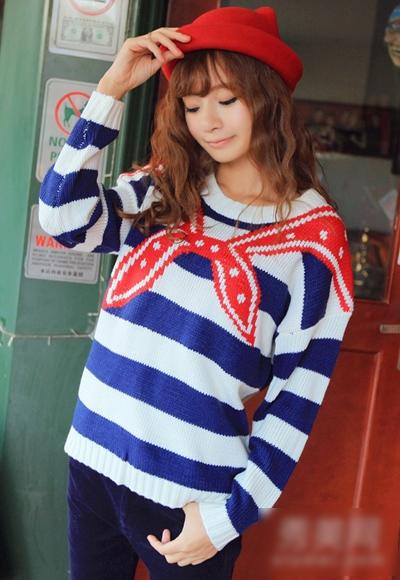 范儿/条纹宽松套头毛衣,红色围巾的提花编织,以及蓝白色的条纹,...