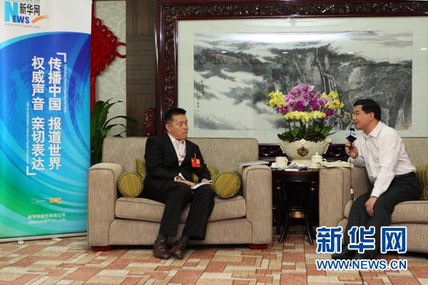 11月7日,十八大代表、著名经济学家、清华大学国情研究院院长胡鞍钢接受新华网记者独家专访。新华网记者 杨理光摄