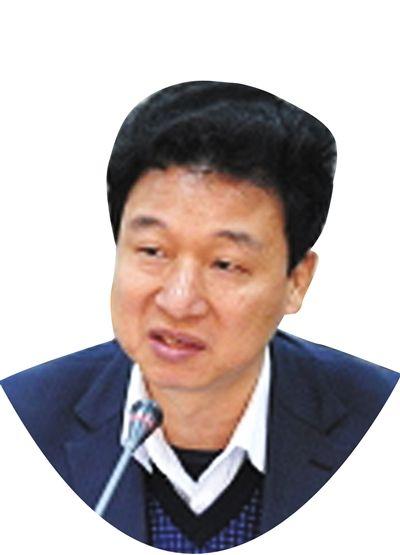 武汉大学法学院教授秦前红
