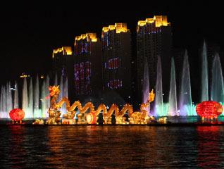 河灯旖旎水为依 历史画卷穿江城