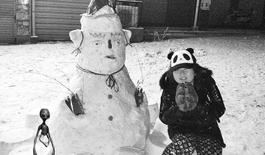 """女子拍雪景拍出""""外星人"""" 调查为手机软件所致"""
