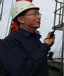 蛟龙号载人潜水器第一副总设计师崔维成