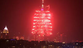 台北101大楼施放璀璨烟火迎新年(组图)