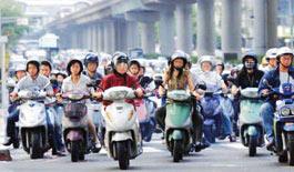 抓拍台湾:街头处处是摩托车阵