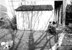 """武漢7家庭讓孩子""""在家上學"""""""