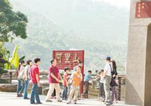 大陆游客台湾8日游7天在购物,'陆客休息站'更是一'坑'到底。