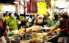 台北夜市吸引游客蜂拥而至