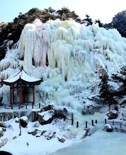 平度茶山现冰瀑奇观