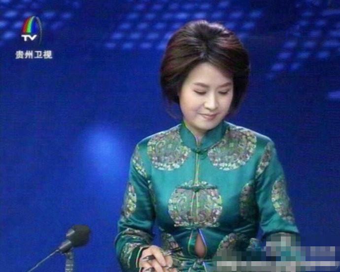 贵州卫视女主播不慎走光撑爆衣服露肚皮 +视