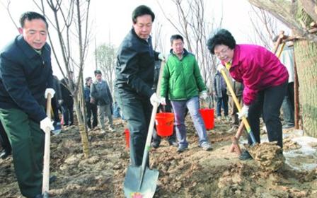 安徽省暨合肥市党政军领导与干部群众义务植树 张宝顺等参加