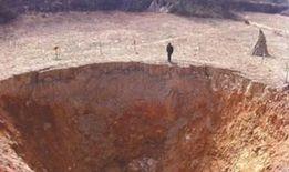 廣元三顆村,出現直徑20米漏斗狀天坑。