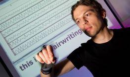 德国科学家研制的书写手套,可借助传感器识别用户在空中书写的字母。发明人指出未来的书写器可以与衣服整合在一起,让在任何地点书写成为一种可能