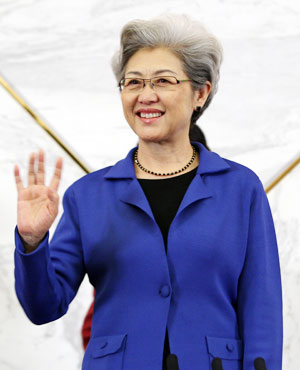 傅莹:全国人大首位女发言人 举手投足 尽显优雅