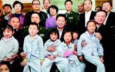 赵正永看望在京接受治疗的陕西省先心病儿童