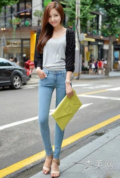 韩国最新春季街拍 针织开衫配裤装最流行