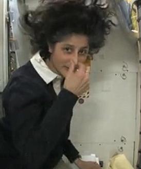 前空间站女宇航员:如何在太空上厕所