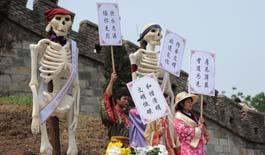 重慶市民著漢服 用行為藝術倡導文明祭祀