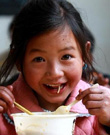 让农村义务教育学生万千农村娃 吃上营养餐