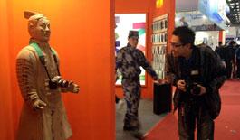 """兵马俑""""穿越""""北京国际摄影器材展"""