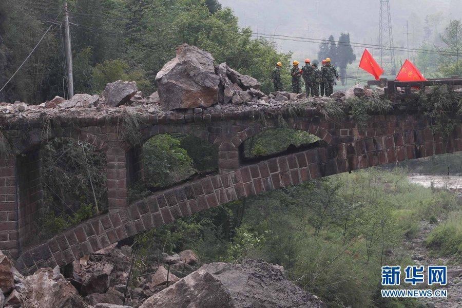 [资讯] 桥坚强—巨石压不垮 炸药伤不着(20P) - 路人@行者 - 路人@行者