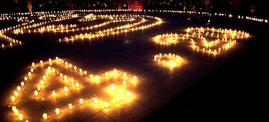 黑龍江大慶市市民自發的來到時代廣場,為雅安地震災區同胞祈福