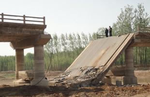 山東淄博一大橋坍塌 三車墜落致1死1傷