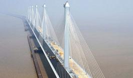 浙江嘉紹大橋進入橋面施工 有望六月底通車