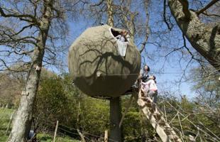 英国最新款空中野营帐篷酷似UFO 离地3米高(图)