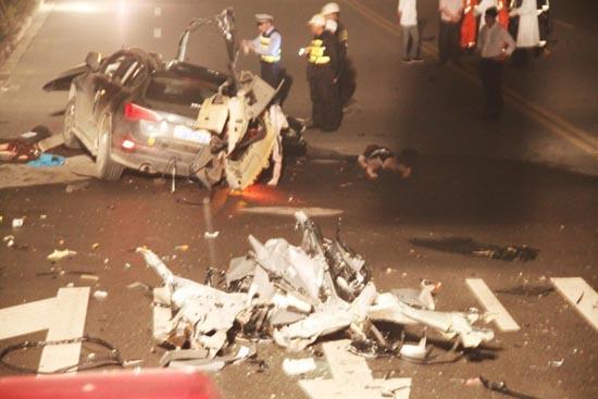 中国车祸视频集锦_温州7死1伤车祸现场 车身右侧几乎削平_ 视频中国
